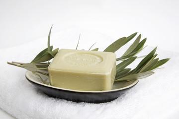 Olivenseife auf Seifenschale