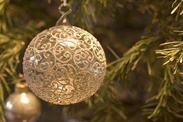 Weihnachtskugel am Weihnachtsbaum, close-up