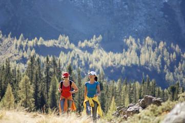 Zwei Frauen in den Bergen, Wandern