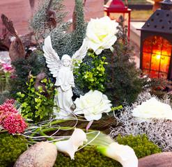 Weihnachtliche Grabdekoration