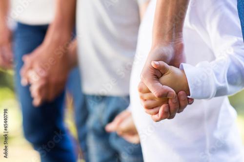 Leinwanddruck Bild family holding hands