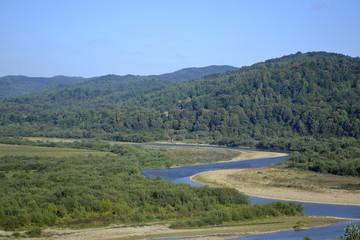 извилистое русло горной реки