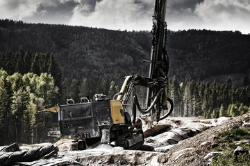 drilling-machinery for rock-blasting industry