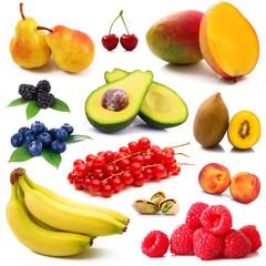 collage di frutta fresca in fondo bianco