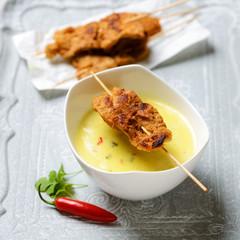 Kokos-Curry-Suppe mit Sojafleischspießen
