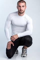 Attraktiver Läufer in sportlichen Dress