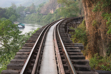 Way parallel to the cliff railway