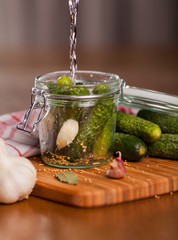 Preparation of pickled cucumbers with garlic