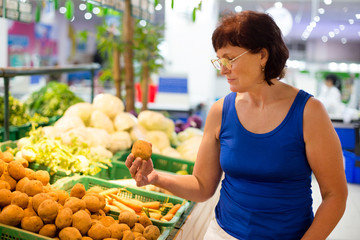 woman buys potatoes