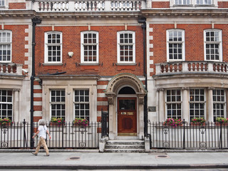 London townhouses with medical clinics