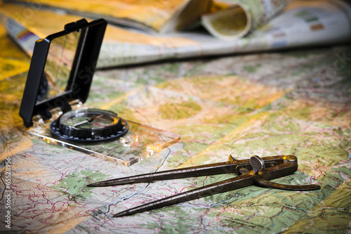 Fotobehang Alpinisme map and compass