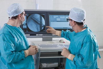 2 surgeons in operating room