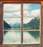 Obraz na płótnie Widok na jezioro górskie z chatki