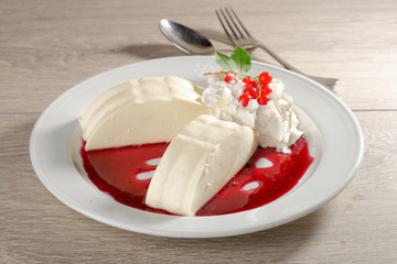Panna cotta with red currant souce