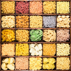 collage di pasta in legno