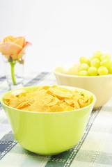 Healthy breakfast with corn flakes and green grapes