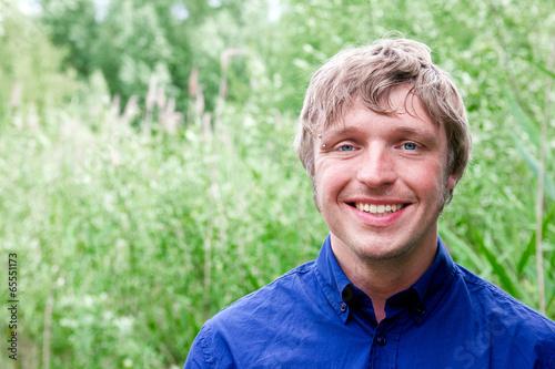canvas print picture junger Mann lächelt