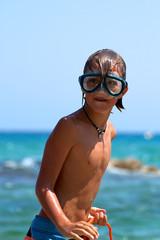 Junge mit Taucherbrille