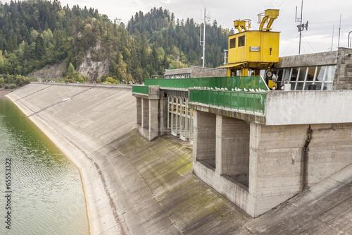 Leinwanddruck Bild Hydropower station on Czorsztynski lake - Czorsztyn, Poland.