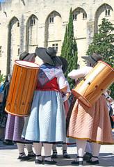 Provençales et tambourins
