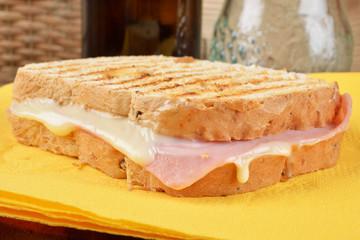 toast prosciutto  formaggio