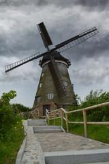 Windmühle bei Gewitter