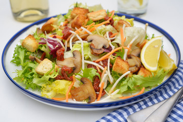 Salad with mushrooms and croutons
