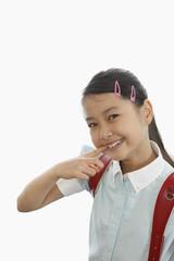 歯を見せる笑顔の女の子