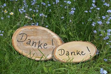 Dankeschön auf Baumscheibe, im Garten