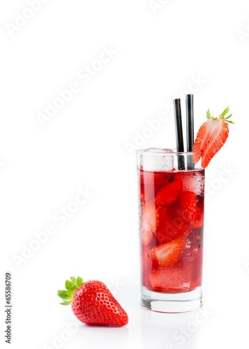 Strawberry in font of cocktail with ice with strawberry on top - 65586709