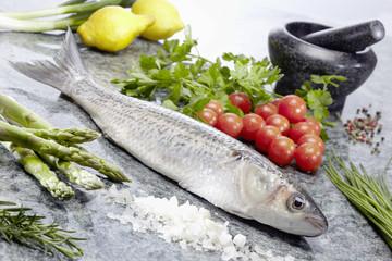 Makrele roh mit Kräuter