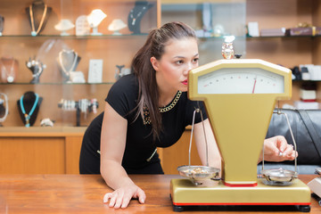 Weighing gold jewelry