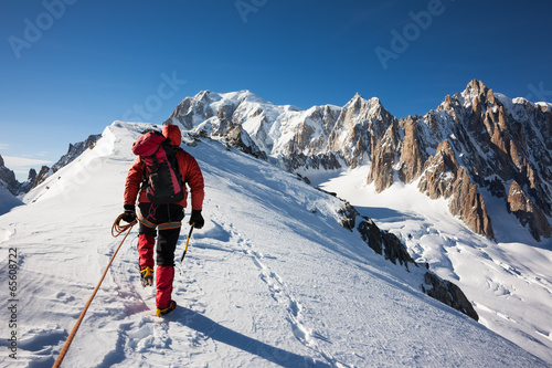 Tuinposter Alpinisme Enterprise, diligence, team work: mountaneering concepts.