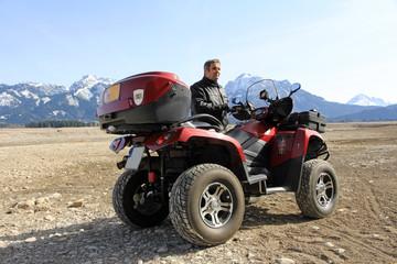 Mit dem ATV in der Wüstengegend