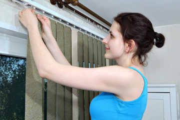 Mounting shutters, Girl hook fabric blinds slats, Install blinds