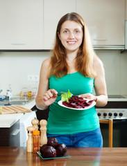 girl eating boiled beets