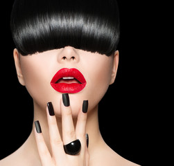 Model Girl Portrait with Trendy Hairstyle, Makeup and Manicure