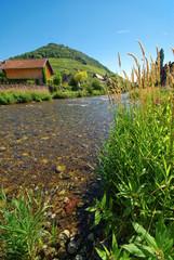 Rivière Thur traversant Thann , Alsace (Fr)