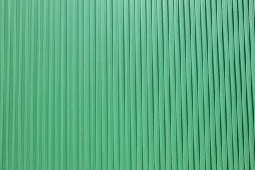 緑の縦溝外壁