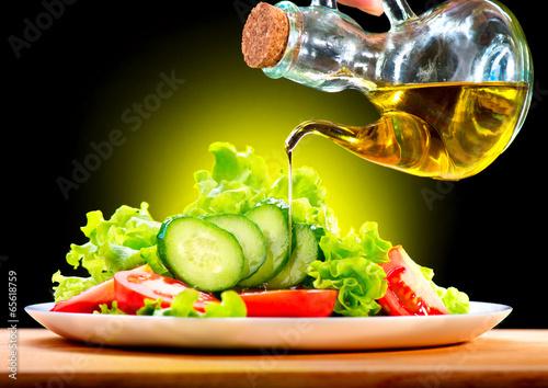 Fotobehang Salade Healthy Vegetable Salad with Olive Oil Dressing