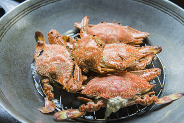 Steamed blue crabs in the pan3