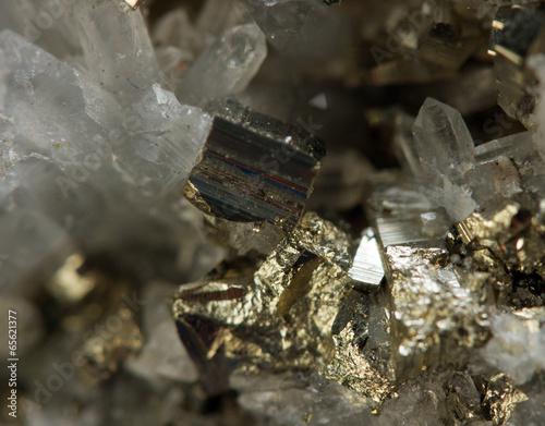 Fotobehang Edelsteen Crystal,nugget, gold, bronze, copper, iron. Macro.