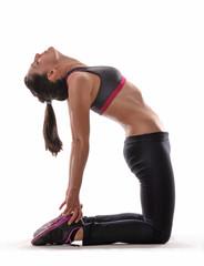 Joven mujer deportista ejercitando,estirando musculos.