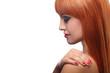 Портрет рыжеволосой девушки в профиль