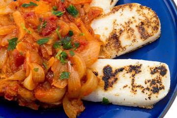 Baccalà in umido con cipolle e fette di polenta  abbrustolita