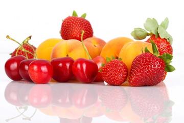 Fragole,albicocche e ciliegie