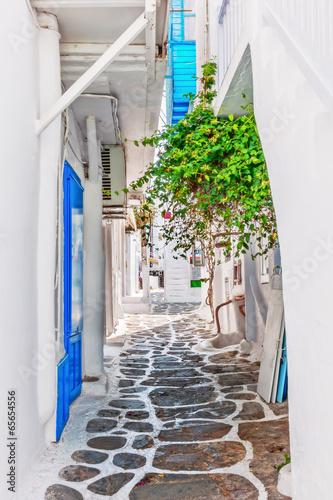 Fototapeta Wąski pas w Mykonos starego miasta