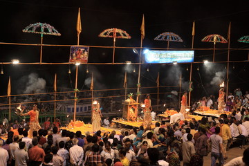 Heilige Hindu Zeremonie in Varanasi Indien