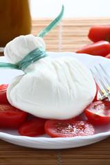 Burrata pugliese con pomodori