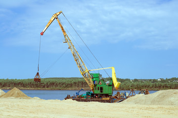 The crane to load river sand